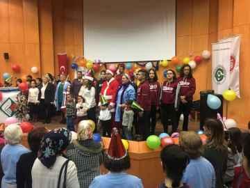 Onkoloji hastaları ile yılbaşı partisi yaptık